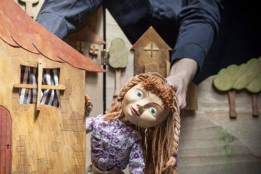 La bruixa Blava, un matí de titelles a a l'Espiga (1er Passi)